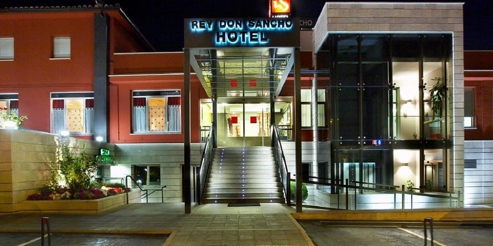 Hotel Rey Don Sancho and its Jardines del Rey reopen this Wednesday.