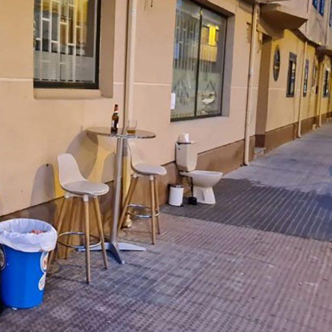 El servicio en la terraza, los bares comienzan con su protesta activa.