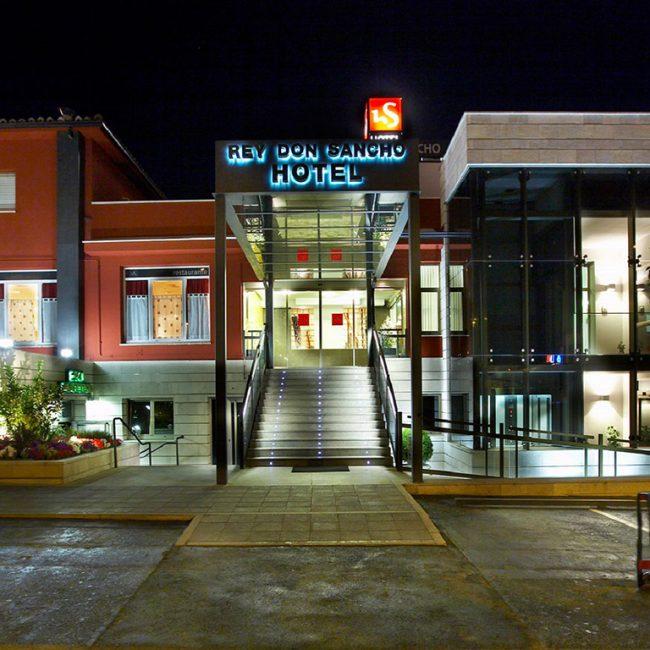 El hotel Rey Don Sancho reabre sus puertas el próximo lunes.