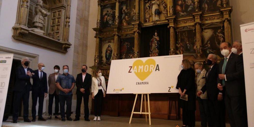 El nuevo eslogan «Zamora enamora», causa controversia en las Redes.